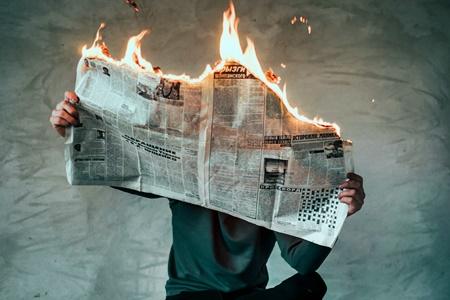 Jornal queimando